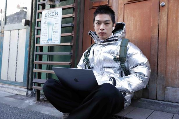 須藤蓮が「JOKER」チャンネルに心酔する謎の男・レンを演じる
