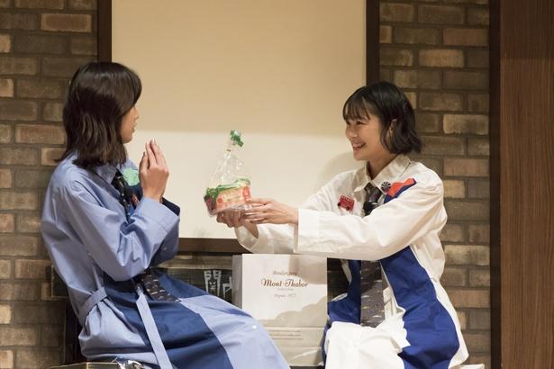 ゲストは2度目の出演となる小篠恵奈(写真左)