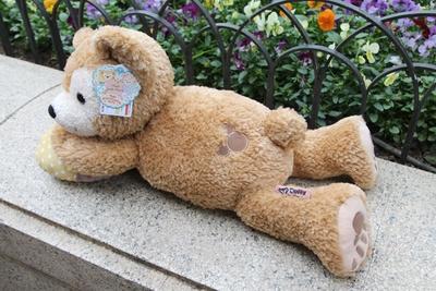 ダッフィーの「抱きまくら」(6400円)。ぬいぐるみと同じく、お尻にはミッキーシェイプが