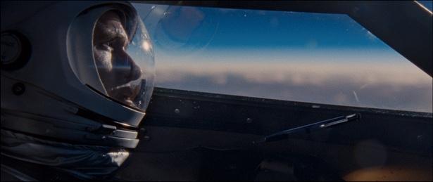 【写真を見る】アームストロングの視点で月面着陸を体験!圧巻の映像表現に驚愕