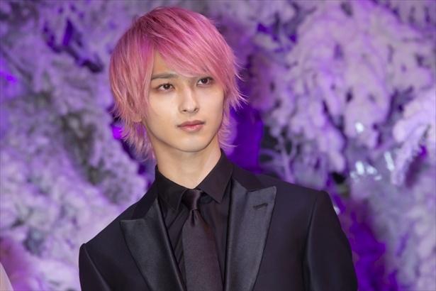 「想像以上に似合う!」と話題!横浜流星がピンク髪に込める思いとは