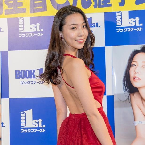 池岡星香が写真集発売イベントに出席