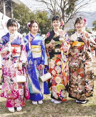 北九州市の成人式で見つけた振袖美人 ちはるさん ちさとさん さきさん あかりさん