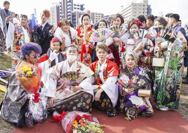 カラフルな袴や着物が目を引いた、富野中学校同級生のみなさん