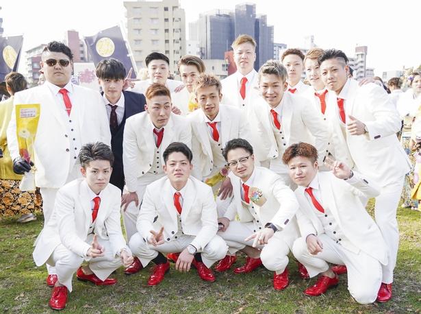 思永中学校同級生のみなさんは、白スーツでかっこよく決めていた