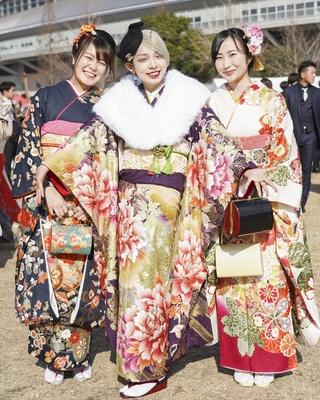 北九州市の成人式で見つけた振袖美人 かほさん レナさん ちはるさん