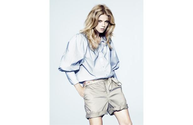 袖のボリュームがデザイン性を感じるアイテム(H&M2009年春夏コレクションより)