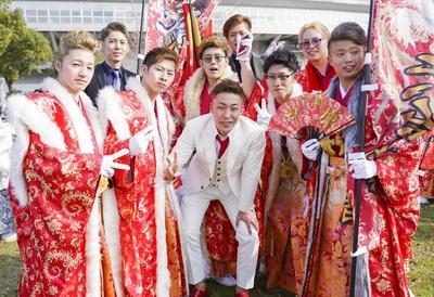赤色の袴でそろえた中原中学校同級生のみなさん