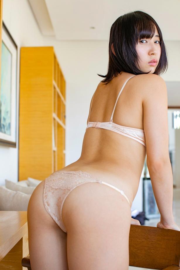 高橋美憂ファーストDVD&Blu-ray「ピュア・スマイル」(竹書房)より