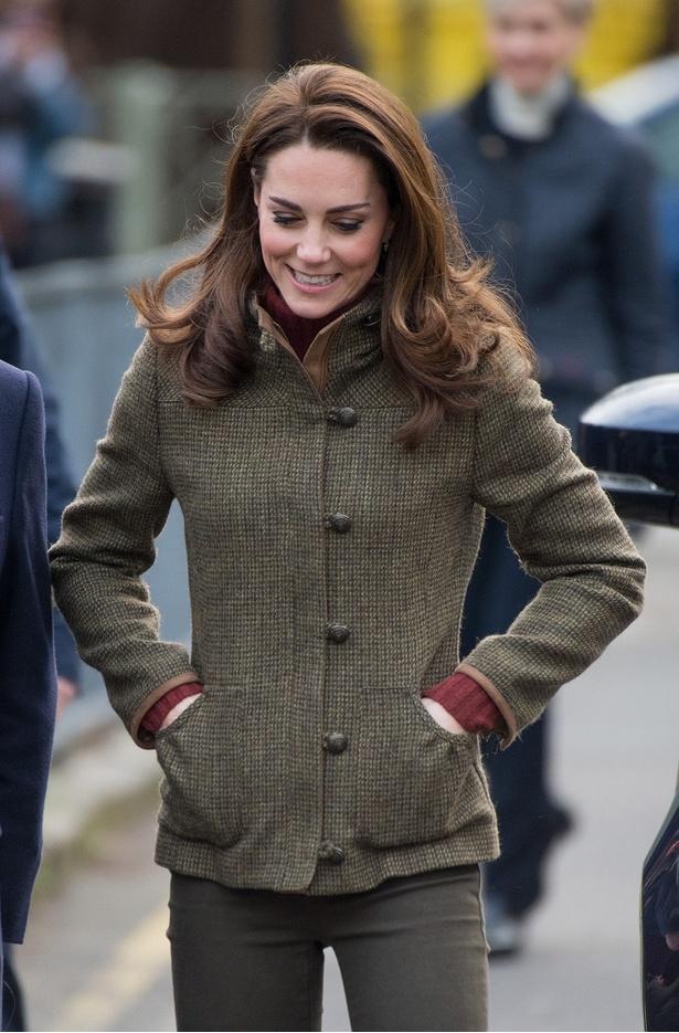 【写真を見る】キャサリン妃、全身着回しルックで登場するも、あふれる気品が絶賛!