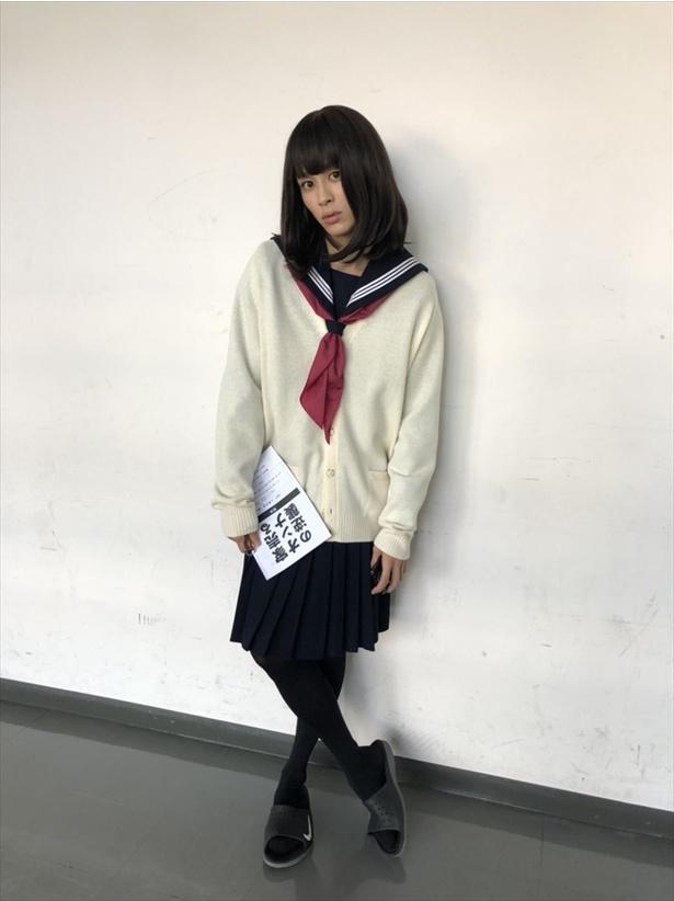 1月23日(水)放送の「家売るオンナの逆襲」撮影現場でのワンシーン。めちゃくちゃかわいい鍵村(草川拓弥)のセーラー服姿が!