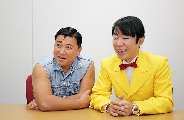 CMに出演する小島よしおについて語る2人