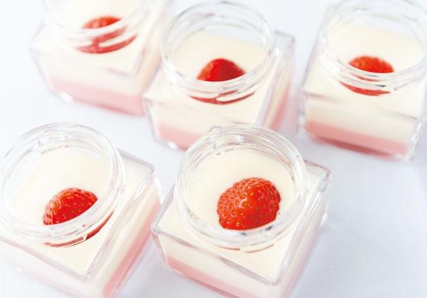 白あんや苺シロップ、生クリームなどでパンナコッタのように仕上げた、苺チョコ羊羹/セント レジス ホテル 大阪 「フレンチビストロ ル ドール」