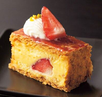 卵の風味がしっかり感じられる濃厚なカスタードとサクサク食感の生地がたまらない、ナポレオン/ホテル ニューオータニ大阪 「SATSUKI LOUNGE」