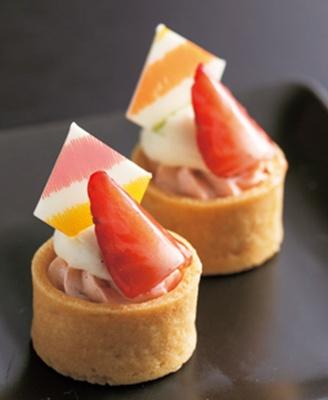 品のいい甘酸っぱい自家製のいちごジャムを中に閉じ込めた、苺タルト/ホテル ニューオータニ大阪「SATSUKI LOUNGE」