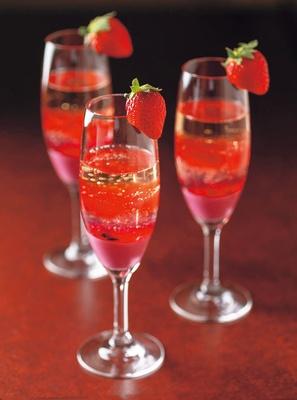 苺のジュレスパークリングカクテル(1人1杯)/リーガロイヤルホテル「アネックス リモネ」