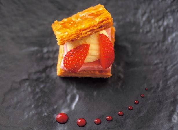 苺パルフェのミルフィーユ仕立て(1人1皿)/リーガロイヤルホテル「アネックス リモネ」