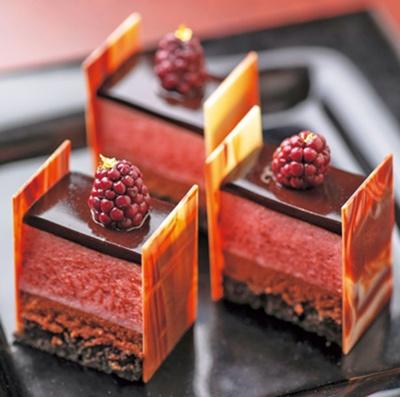 なめらかないちごムースとチョコムースが好相性の苺とショコラのムース/リーガロイヤルホテル「アネックス リモネ」