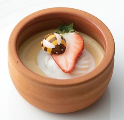 ミツバチが集うミルクプリン/ヒルトン大阪「Folk Kitchen」