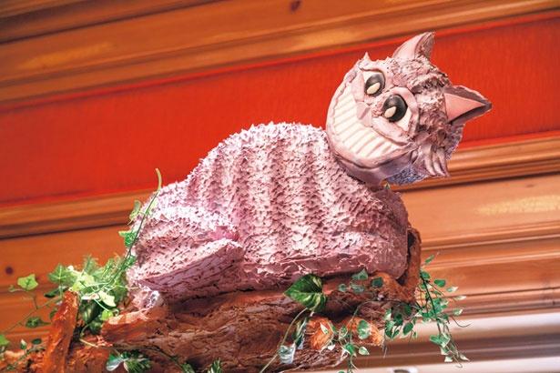 ちゃめっけたっぷりでいたずら好きな人気キャラクター、チェシャ猫がお迎え/ザ・リッツ・カールトン大阪