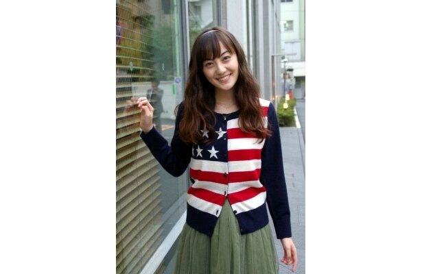 注目の19歳、松山メアリ。その人懐っこい笑顔に癒される