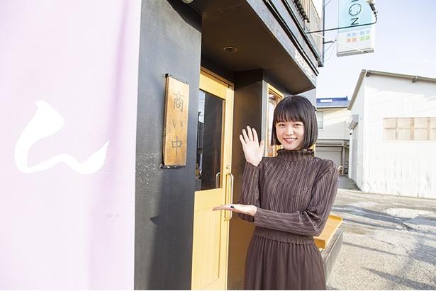 【写真を見る】辻堂の人気店「串処 鳥人」が手がける「麺処 そばじん」。家族でよく来るのだそう