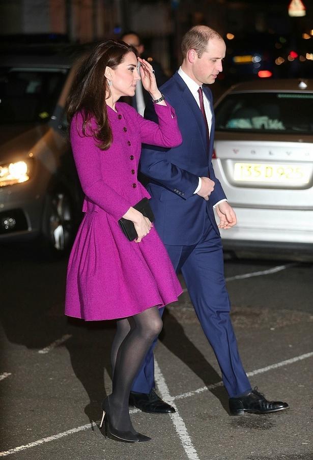 赤紫のスカートスーツは、17年も着用していたもの