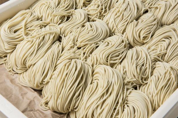 香りの良い道産小麦に外麦を加えてコシをプラス。