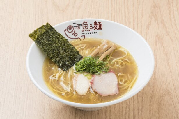 【写真を見る】淡麗塩らーめん 780円。キンキの旨味を一番ストレートに感じられるメニュー。