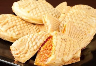 「銀座たい焼き 櫻家 東京キラピカ通り店」では、カレーやトマト風味のリゾットが入った創作たい焼き「フィゾット」(各230円)が食べられる。