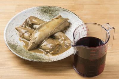 焼いてペースト状にしたイカゴロと赤ワインを醤油ダレに入れることで、コクと深みが増す