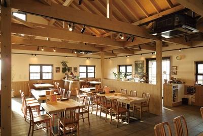 店内はアメリカのオレゴン州にあるワイナリーをイメージしている/「農家レストラン サンセットウォーカーヒル」