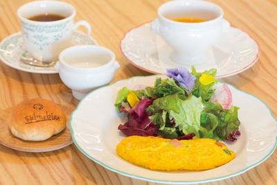 「郊外田園クラブ ストロベリーノ下田」に併設するレストランでは地産地消をテーマに新鮮な食材の味が楽しめる/「農園レストラン サバ―ヴィアン」