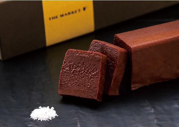 グランド ハイアット 福岡 THE MARKET F / 「テリーヌ ショコラ」(1944円)。重厚感のあるケーキを糸島の塩が引き締める