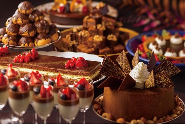 ハイアット リージェンシー 福岡 カフェ レストラン ル・カフェ「チョコレートスイーツ&ウインターランチブッフェ」 / チョコレートスイーツは日替り!ファンが待ち焦がれる噂のランチ