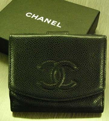 1円福袋の一部。シャネルの財布