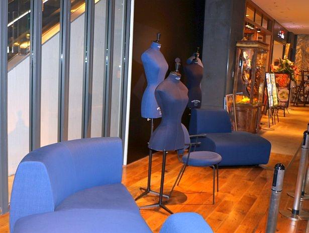 TABLE7(テーブル セブン)のフロア空間テーマは「Endless Party(みんなと過ごす大切な時間)」。海外で評価の高い国産デニムの生地でステラワークスの家具を別注