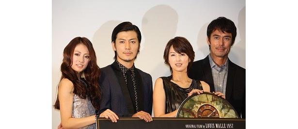 初日舞台挨拶にて。左から、北川景子、玉山鉄二、吉瀬美智子、阿部寛