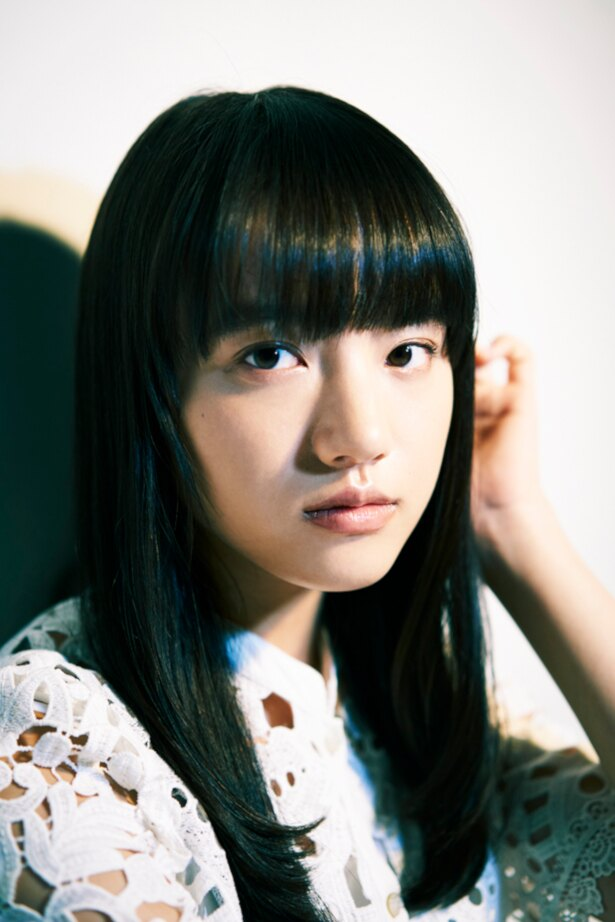 RADWIMPSの野田洋次郎が手掛けた主題歌「気まぐれ雲」を歌った清原果耶