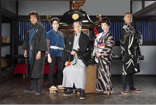 今作でも仕事人を務める遠藤憲一、知念侑李、東山紀之、和久井映見、松岡昌宏(写真左から)