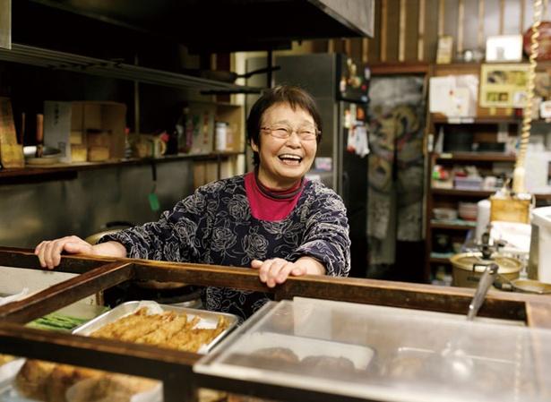 """かわむら食堂 / 名物""""のり子お母さん""""は78歳。妹のかずえさんと共に暖簾を守る"""