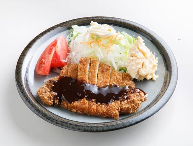 【写真を見る】かわむら食堂 / 大きな「トンカツ」も350円と、超お手ごろ!