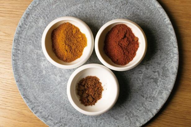 料理に合わせ、幾種類も作るというミックススパイス。香り高さが食欲をそそる