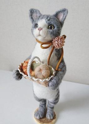 愛らしい猫の置物も。きっとお気に入りが見つかるはず