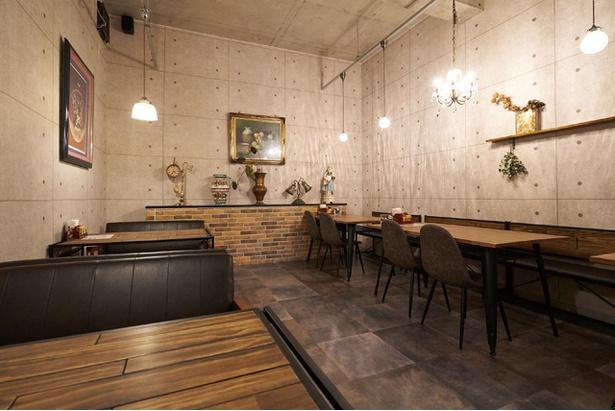 喫茶 銀座 / 増築した奥のカフェスペース