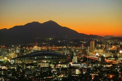 足立公園から小倉市街を望む。西にひらけており、夕暮れ時も絶景