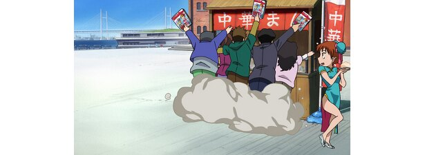 屋台に殺到する客の手に横浜ウォーカーが!