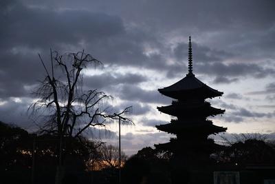 朝焼けの東寺