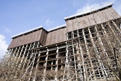 平成の大工事を行っている清水寺