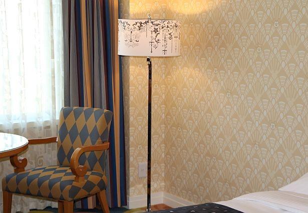 ランプシェードやテーブルの天板も見逃せない